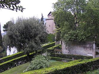 Villa d'Este garden 5.jpg