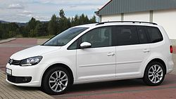 Volkswagen Touran facelift II (side).JPG