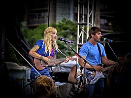 Zangeres Sarah Blackwood en zanger Ryan Marshall van Walk Off The Earth