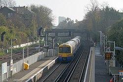 Wandsworth Road railway station MMB 10 378154.jpg