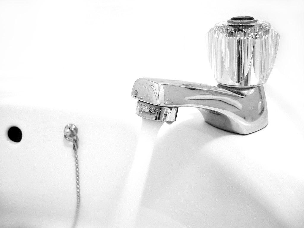 人類長期苦於生活用水不夠乾淨,氯化淨水是一項重大進展。