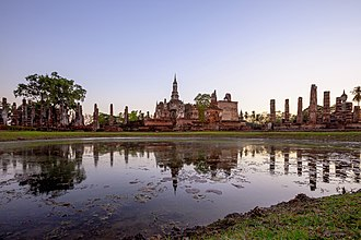 Central Thailand - Image: Wat Mahathat Sukhothai before sunset
