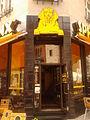 Wejście do restauracji Sphinx na Rynku Staromiejskim w Toruniu.jpg