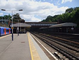 Weybridge station eastbound look east2.JPG