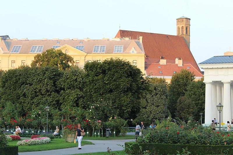 File:Wien-Innenstadt, Blick vom Volksgarten zur Minoritenkirche.JPG