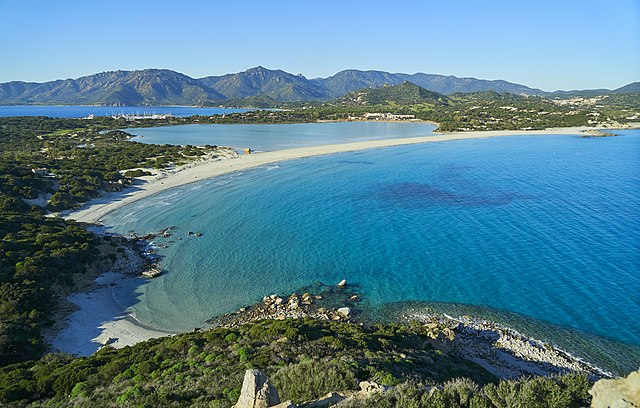 640px-Winter_in_Sardinia._Villasimius,_the_three_seas.jpg (640×408)