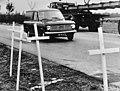Witte kruisen op plaatsen van verkeersongelukken, Oostenrijk, Bestanddeelnr 925-0985.jpg