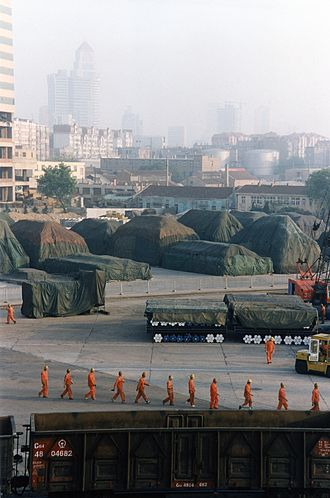 Port of Dalian - Image: Workers at Dalian port 2002