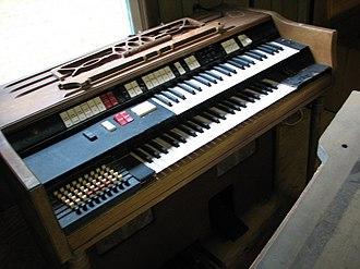 Chord organ - Image: Wurlitzer 4100 BP