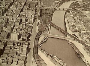 Sandridge Bridge - The bridge in 1928, with the Flinders Street Viaduct to the left hand side