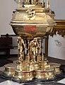's-hertogenbosch, sint jans, interno, fonte battesimale del 1492, 04.jpg
