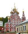 Вид на Рождественскую церковь со стороны Нижневолжской набережной.JPG