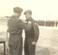 אברהם הכהן מקבל כנפי טייס 1951.png