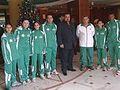 رئيس نادي كهرباء الوسط الرياضي الدكتور أحمد قاسم حسين يتوسط فريق الماراثون المشارك في بيروت 2013-06-08 23-31.jpg