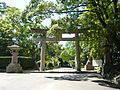 和歌山県護国神社の鳥居 2011.7.15 - panoramio.jpg