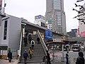 渋谷駅西口前歩道橋 - panoramio.jpg