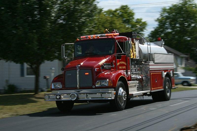 2008-08-22 Swepsonville fire truck rushing.jpg