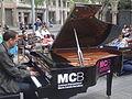 2015 - Avinguda Diagonal - Pianista al carrer.JPG
