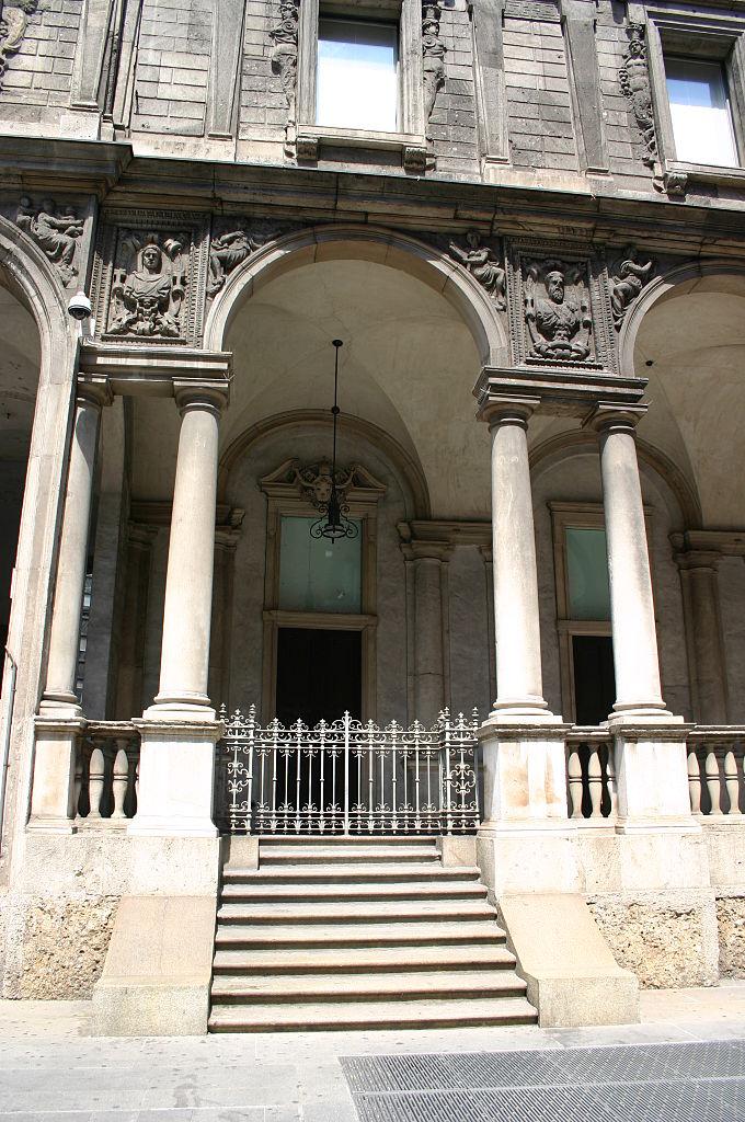 File 5052 milano palazzo dei giureconsulti foto for Palazzo 24