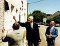 7. le 17 juin 2000, le Maire et les représentants des Corps Francs Pommiès.jpg