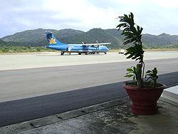 ATR72-200 at Co Ong.jpg