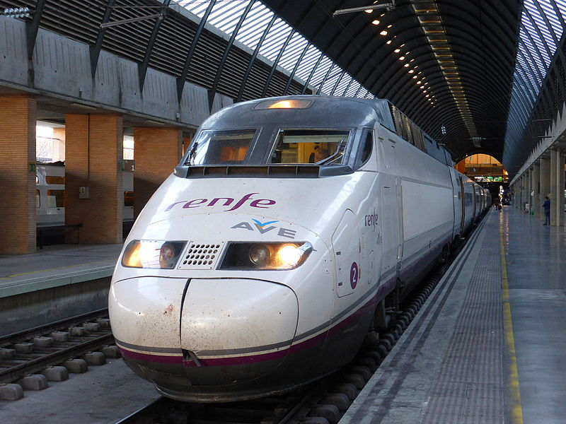 File Ave En Sevilla En La Estaci N De Santa Justa Tren