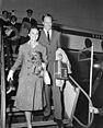 Aankomst Audrey Hepburn en Mel Ferrer op Schiphol, Bestanddeelnr 910-7164.jpg