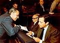 Adolfo Suárez junto al vicepresidente primero y de Asuntos de Defensa, en el Congreso de los Diputados. Pool Moncloa. 1979.jpeg