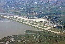 Aeroporto di Venezia - vue aerienne.jpg