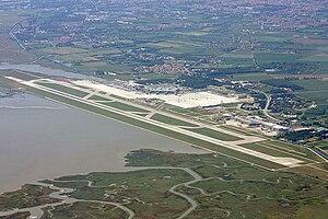 Venice Marco Polo Airport - Image: Aeroporto di Venezia vue aerienne