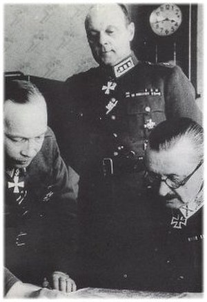 Aksel Airo - Aksel Airo (left), with C.G.E. Mannerheim (right) and Erik Heinrichs
