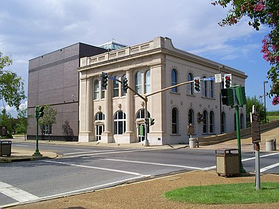 An historic former Rapides Bank and Trust Company building houses part of the Alexandria Museum of Art to the left in photo. Alexandria museum.JPG