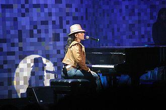 Alicia Keys - Keys performing at Consumer Electronics Show, 2004
