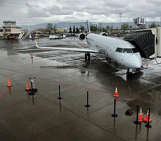 Eugene Airport - American Eagle CRJ-700 at EUG