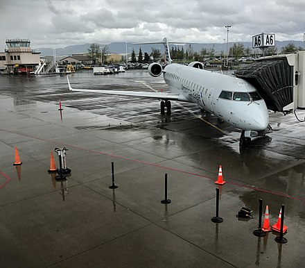 Eugene airport wikiwand american eagle crj 700 at eug freerunsca Image collections