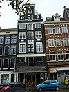 foto van Pand met pilaster-halsgevel met tussentrappen, gevelsteen met wapen en opschrift wapen van london, twee jaartalstenen en een oorspronkelijk kruis en tweelichtskozijnen