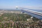 Approche à YUL 24R (vue aérienne de Montréal) (5044841005) (2).jpg