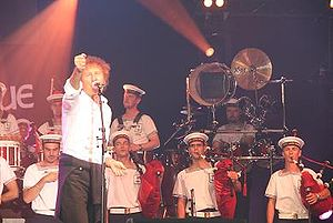Festival Interceltique de Lorient - Alain Souchon and the Lann-Bihoué's bagad, in 2007