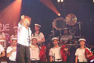 Festival Interceltique de Lorient - Alain Souchon and the Lann-Bihoué's bagad, in 2007