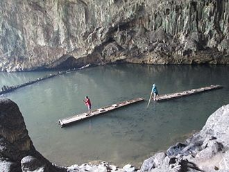 Tham Lot cave - Bamboo rafts in Tham Lot Cave