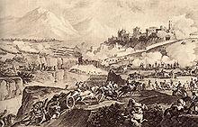 Scène de combat entre Français et Autrichiens, sur un terrain encaissé séparé par une rivière, en contrebas d'un château entouré de murailles.