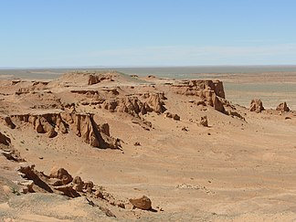 Rocks, rubble and gravel shape the image of the Gobi desert, such as  B. here at the Bajandsag rock formation in Mongolia.