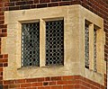 Beacon Garth, Hessle - Detail - Mullion Window - geograph.org.uk - 1150715.jpg
