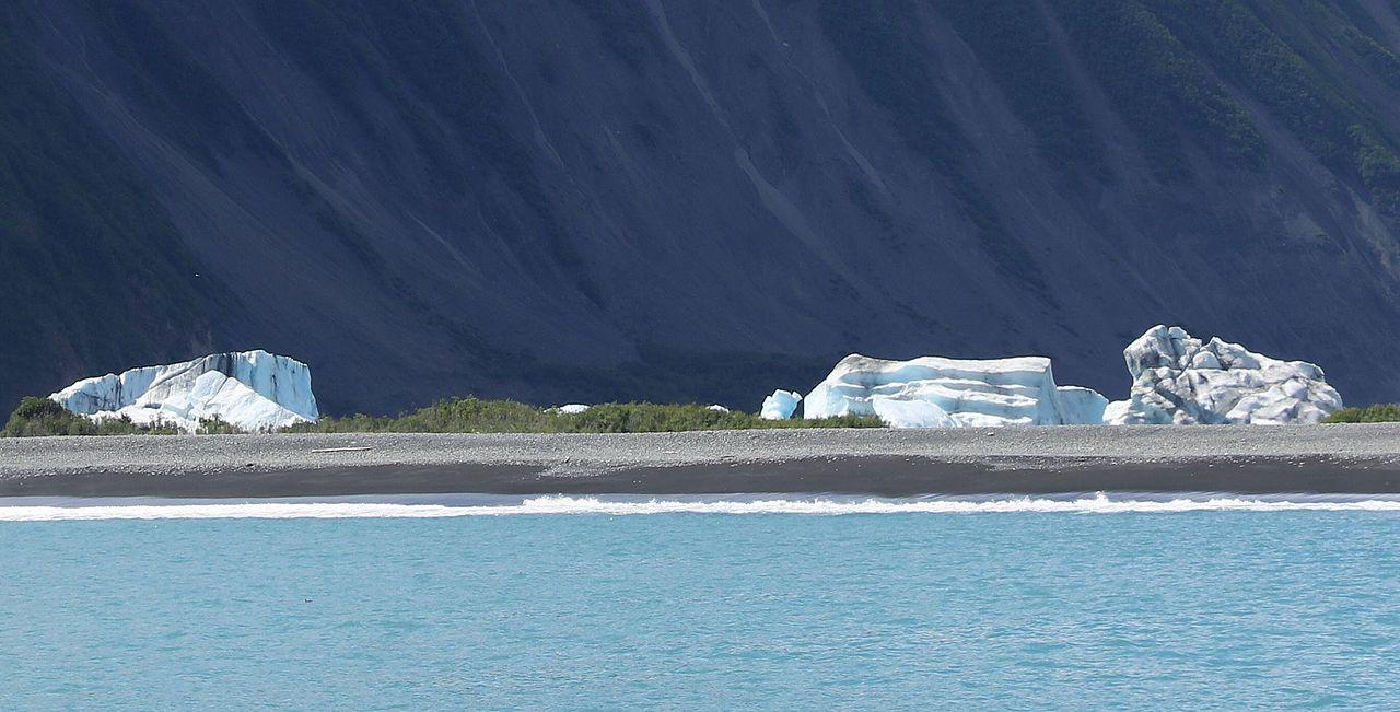 Bear Glacier ENBLA08.jpg
