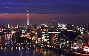 English: Berlin at night. Seen from the Allian...