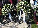 Bloemenkrans Indonesische Ambassade op 15-8-2008 (Indisch Monument in Den Haag)
