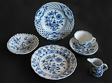 Pieces of table ware with blue onion pattern produced by different German manufacturers around 1900 & Blue Onion - Wikipedia