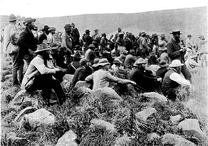 Dundee, KwaZulu-Natal - Boers watch the fighting at Dundee in 1899