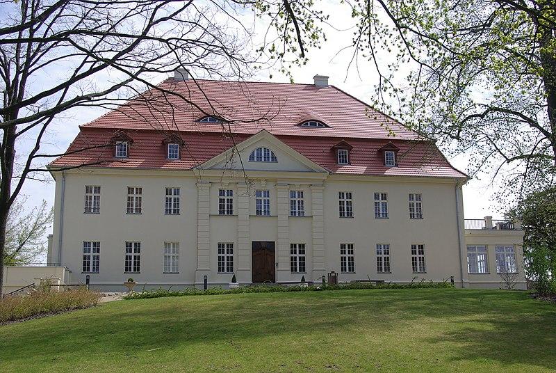 File:Brandenburg Gollwitz Schloss.jpg