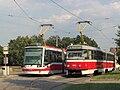 Brno, nám. Míru, smyčka, Škoda 03T č. 1812 a Tatra K2P č. 1046.jpg